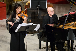 Yumi Hwang-Williams and Dennis Russell Davies performing during the first concert of OM 22.
